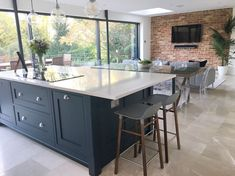 New kitchen renovation layout family rooms 37 Ideas Kitchen Family Rooms, Living Room Kitchen, New Kitchen, Kitchen Bars, Awesome Kitchen, Open Plan Kitchen Dining Living, Open Plan Kitchen Diner, Kitchen With Bar Counter, Bar Stools Kitchen
