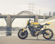 roland sands design pays homage to yamaha& racing past with faster wasp motorcycle Yamaha Fz 09, Yamaha Motorcycles, Tracker Motorcycle, Motorcycle News, Roland Sands, Bobber Custom, Modern Cafe, Moto Cafe, Speed Bike