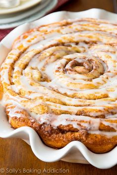 A simple and quick recipe for a delicious giant cinnamon roll cake!