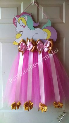 Ballerina dress for hair ties. would be cute to use white tulle so the unicorn looks like she is sitting on a cloud Hair Bow Hanger, Diy Hair Bow Holder, Tutu Bow Holders, Diy Hair Bows, Baby Headband Holders, Baby Headbands, Unicorn Birthday Parties, Unicorn Party, Baby Crafts