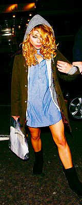 Billie Piper (Rose Tyler) Nice outfit...I guess.
