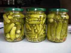 Adventures in Canning: Dill Pickles - The Ramblings of an Aspiring Small Town Girl Creamed Cucumbers, Pickling Cucumbers, Canning Recipes, My Recipes, Canning Dill Pickles, How To Make Pickles, Pickled Cabbage, Hungarian Recipes, No Bake Cake