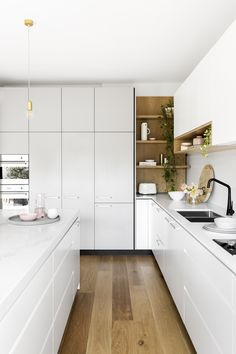 Small kitchen remodeling and also layout are frequently much easier than working. - Small kitchen remodeling and also layout are frequently much easier than working with a larger room, - Kitchen Room Design, Modern Kitchen Design, Home Decor Kitchen, New Kitchen, Home Kitchens, Kitchen Designs, Kitchen Sink, L Shape Kitchen, Modern Kitchen Cupboards