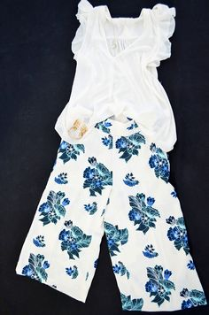 Culottes für den Modesommer – weites Bein, hoher Bund sind die neuen Trends für den Frühling / Sommer. Wir zeigen euch, wie die neuen Hosenröcke zu stylen sind. #fashion #trend #culottes #style #hosenröcke #shoes #musthaves #mode #news #machdeburch #wirlebenMagdeburg #magdeburgcity #magdeburg #alleecentermagdeburg #blog #magdeburgerkind #magmag