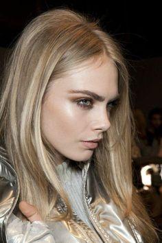 couleur de cheveux blond cendr joli modle avec des cheveux lisses - Coloration Vgtale Marcapar