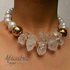 trendy accessories Like the contrast of smooth pearls and rough quartz Chunky Jewelry, Statement Jewelry, Boho Jewelry, Jewelry Crafts, Jewelry Art, Gemstone Jewelry, Beaded Jewelry, Jewelery, Handmade Jewelry
