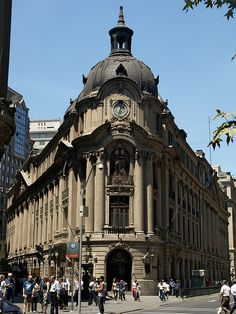 Façade of the Santiago Stock Exchange, downtown Santiago, Chile. Commercial Architecture, Classical Architecture, Central America, South America, Ecuador, Easter Island, Beautiful Places In The World, Pacific Ocean, Peru