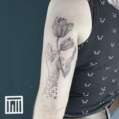 #blackwork #scketchtattoo #illustrativetattoo #graphisme #graphictattoo #tulip Blackwork, Tulips, Tattoos, Flowers, Tatuajes, Tattoo, Royal Icing Flowers, Tulip, Flower