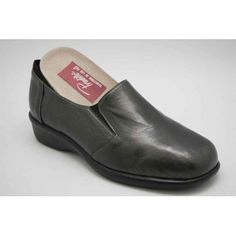 Loafers, Shoes, Fashion, Models, Comfy Shoes, Over Knee Socks, Fur, Travel Shoes, Zapatos