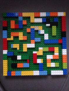 Mijn eigen Lego-doolhof! Doel: nabouwen van foto (opdrachtstructuur en visueel ruimtelijke oriëntatie) - weg zoeken in het hoofd (executieve functies: plannen, meerdere stappen vooruit denken) - uitvoeren met een knikker en het bord in de handen (bimanueel werken).