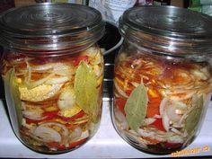 Hermelínky nakrájím na silné plátky (nejméně 2cm) a po obou stranách pořádně okořením grilovacím koř... Salty Foods, Pickles, Cucumber, Mason Jars, Food And Drink, Veggies, Healthy Recipes, Homemade, Canning