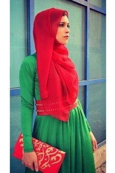 Hijab style green with red - i like the lines here Modest Dresses, Modest Outfits, Modest Fashion, Hijab Fashion, Muslim Women Fashion, Islamic Fashion, Latest Fashion For Women, Ladies Fashion, Beautiful Muslim Women