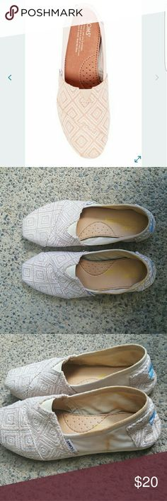 Toms flat shoes Selling it because i have so many toms flat shoes and trying to get used to wear more high heels lol ?? they have some stains as showed as the pictures. Except iy they are in really good condition. Really comfortable. Let me know if you have any question TOMS Shoes Flats & Loafers