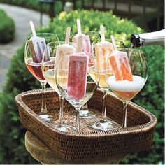 Grown-Up Dessert - The Ultimate Backyard Pizza Party - Southernliving. Fancy up frozen fruit pops with a splash of Prosecco for a fun and colorful display. Perfect keep-you-cool drinks for my backyard bbq! Cocktail Drinks, Alcoholic Drinks, Champagne Cocktail, Alcoholic Popsicles, Bbq Drinks, Champagne Toast, Champagne Glasses, Wedding Champagne, Drinks Wedding