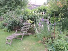 Was für ein tolles Plätzchen im Grünen! @Bauerngarten Parbus Plants, Garden, Farmhouse Garden, Amazing, Garten, Planters, Gardening, Outdoor, Home Landscaping
