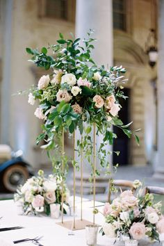 Tall floral centerpieces on a gold square stand. Photo: Eve Yarbrough Floral Centerpieces, Flower Arrangements, Fall Wedding Decorations, Table Decorations, Black Wedding Cakes, Groom Looks, Fine Art Wedding Photography, Atlanta Wedding, Bride Bouquets