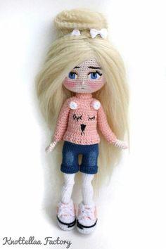 Crochet Barbie Clothes, Crochet Dolls, Crochet Baby, Doll Clothes, Knit Crochet, Baby Gift Box, Baby Gifts, Doll Toys, Baby Dolls