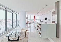 un loft con diseño minimalista