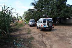 Szczepionki jadą do czekających na nie maluchów. W Sierra Leone praktycznie nie ma asfaltowych dróg, dlatego dotarcie do niektórych miejsc jest prawdziwym wyzwaniem… www.unicef.pl/pomagam © UNICEF/Z.Dulska Sierra Leone