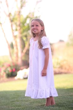 Vintage Little Girl Nightgown~ I NEED!