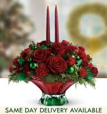 Give unique look to your table with our online Christmas centerpieces delivery. Send Christmas flowers centerpieces online to Greece for Christmas decoration. Christmas Flower Arrangements, Christmas Table Centerpieces, Christmas Flowers, Christmas Tablescapes, Christmas Makes, Floral Centerpieces, All Things Christmas, Floral Arrangements, Christmas Wreaths