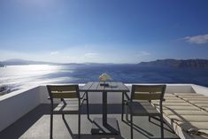 One of the best Santorini luxury hotels, located in Oia, is Atrina Canava A splendid luxury hotel in Oia, Santorini filled with the colors of the Aegean. Santorini Luxury Hotels, Oia Santorini, Santorini Holidays, Blue Magic, Outdoor Furniture Sets, Outdoor Decor, Amazing, Table, Home Decor