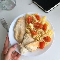 Para el almuerzo cociné una pechuga de pavo y macarrones . - Para el almuerzo cociné una pechuga de pavo y macarrones … – Омномном –# Uno # hervid - Healthy Meal Prep, Healthy Snacks, Healthy Eating, Healthy Recipes, Cuisine Diverse, Food Goals, Aesthetic Food, Food Inspiration, Love Food