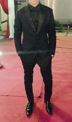 Suits Schwarzer Smoking Furniture Fixes On A Dime! All Black Tuxedo, Black Tuxedo Wedding, Black Suit Men, Prom Tuxedo, Tuxedo For Men, Mens Black Wedding Suits, Purple Tuxedo, White Tuxedo, Tuxedo Dress