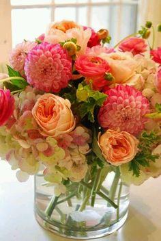 En estos días grises de invierno dale color y alegría a tu casa o lugar de trabajo con flores de MASFLORES.  tenemos promociones para ti!!!...  escríbenos a carolina@masflores.cl