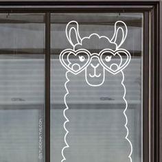 Gek op lama's? Teken dan snel deze uberschattige brillama #raamtekening, geïllustreerd door Studio Inktvis, op je raam!