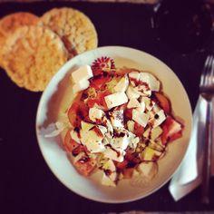 Oggi sono a dieta.... Mi sto ammalando???!????!!  #insalatina #gallette #chefatica #healtyfood #laprovacostumesipuòfareanchescritta?