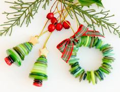 Xmas button ornaments by TamidP Christmas Buttons, Diy Christmas Ornaments, Homemade Christmas, Christmas Projects, Holiday Crafts, Christmas Decorations, Ornaments Ideas, Christmas Trees, Button Ornaments Diy