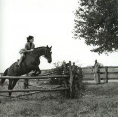 1962- JACKIE KENNEDY RIDING AT GLEN ORA FARM, MIDDLEBURG, VA