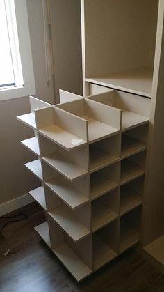 Increible idea para que Aprovecha el espacio con este tip para guardar zapatos. #guardarzapatos #mueblezapatero #closet