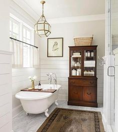 Shiplap in the bathroom.