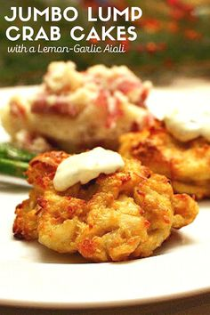 Jumbo Lump Crab Cakes - no fillers! Legal Seafoods copycat crab cakes. Served with a Lemon Garlic Aioli, Perfect for Valentine's Day! #crabcakes #valentinesdinner Easy Party Food, Party Food And Drinks, Legal Seafood, Recipes Using Fish, Baked Crab Cakes, Easy To Make Appetizers, Best Seafood Recipes, Side Dish Recipes, Side Dishes