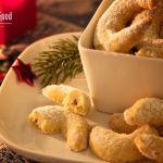 Weihnachten steht vor der Tür und wer noch keine Weihnachtsplätzchen hat, findet hier ein passendes Rezept. Anders als gewöhnliche Vanillekipferl, die mit Mandeln verarbeitet werden, wird für diese Kipferl gemahlene Haselnuss verwendet und besitzt zudem noch einen süßen Nougat-Kern. Haselnuss-Vanille-Kipferl mit Nougat-Kern Vorbereitung: 1 h 30 minKochen: 12 minGesamt: 1 h 42 minPortionen: 25Schwierigkeit: SchwerArt:Mehr