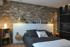 Stones in the bedroom! Here are 20 deco ideas . Brick Wallpaper Bedroom, Brick Wall Bedroom, Victoria House, Student Room, Room Furniture Design, Loft House, Room Colors, House Design, Interior Design