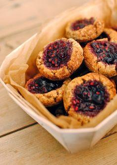 jam and almond macaroon bites