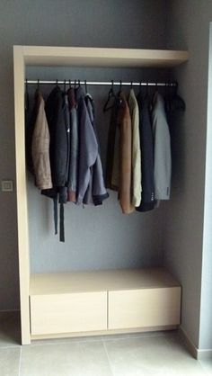 Vestiaire More med sko i høyden ved siden av, f. Open Wardrobe, Wardrobe Closet, Closet Bedroom, Bedroom Decor, Interior Design Living Room, Living Room Designs, Garderobe Design, Coat Storage, Hallway Decorating