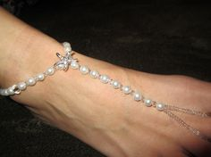 Love the starfish!!Pearl & Starfish foot jewelry toe thong by FancyFeetOnEtsy on Etsy, $25.00
