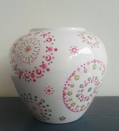Pottery Painting, Dot Painting, Bottle Vase, Glass Vase, Stippling Art, Mandala Dots, Bottle Painting, Diy And Crafts, Projects To Try