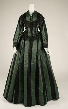 1870 The Metropolitan Museum of Art Retro Rack: Book Cover Inspiration ~ Green from Germany's Blameless by Gail Carriger Victorian Era Fashion, 1870s Fashion, Victorian Gown, Victorian Costume, Vintage Fashion, Antique Clothing, Historical Clothing, Historical Dress, Vintage Dresses
