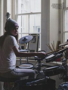 Cara Delevingne, Drums Girl, Female Drummer, Burberry, Love Magazine, British Fashion Awards, English Fashion, Grunge Hair, Woman Crush