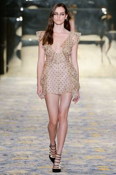 See all the Collection photos from Alice Mccall Spring/Summer 2018 Resort now on British Vogue Fashion 2018, High Fashion, Fashion Show, Fashion Looks, Fashion Outfits, Fashion Design, Couture Fashion, Runway Fashion, Spring Fashion