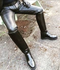 As the title of my site says, I'm a leather bootlicker in Nebraska. I'm into boots, leather, and uniforms. Mens High Boots, Mens Riding Boots, Leather Jeans, Biker Leather, Leather Boots, Big Black Boots, Sexy Boots, Tall Boots, Sexy Stiefel
