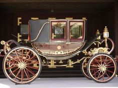 Carriage emperor of japan Gold Headboard, Car Tent, Victorian Life, Covered Wagon, Horse Carriage, Old Classic Cars, Vintage Horse, Horse Drawn, Old London