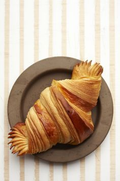 Croissant by Gontran Cherrier. Les plus beau croissant du monde French Croissant, Croissant Recipe, Butter Croissant, Good Food, Yummy Food, Bread And Pastries, Croissants, Sweet Recipes, Breakfast Recipes