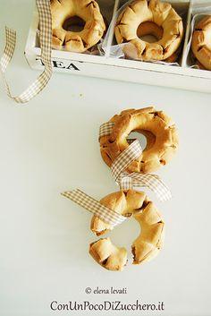 biscotti ai fichi: http://conunpocodizucchero.wordpress.com/2014/06/22/biscotti-siciliani-ai-fichi-i-miei-cuddureddi-fico/