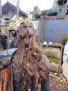 Hair inspiration: Heda Leksa, grounder commander on TV show The 100